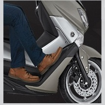 Two-Riding-Positions-Yamaha-NMAX